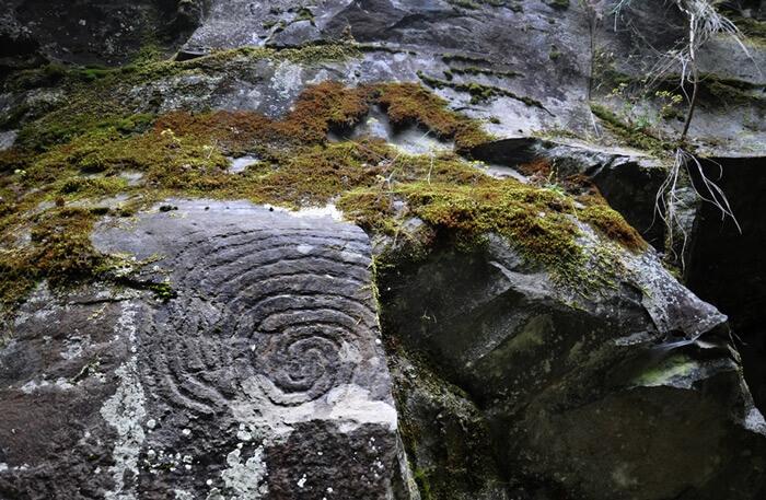 Петроглифы — наскальные рисунки, найденные археологами по всему острову Ла-Пальма на горах и в пещерах