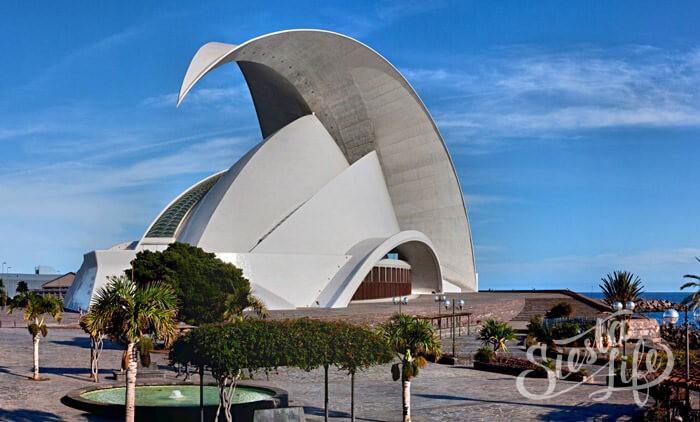 Аудиторио-де-Тенерифе (исп. Auditorio de Tenerife) — главная достопримечательность и символ города.