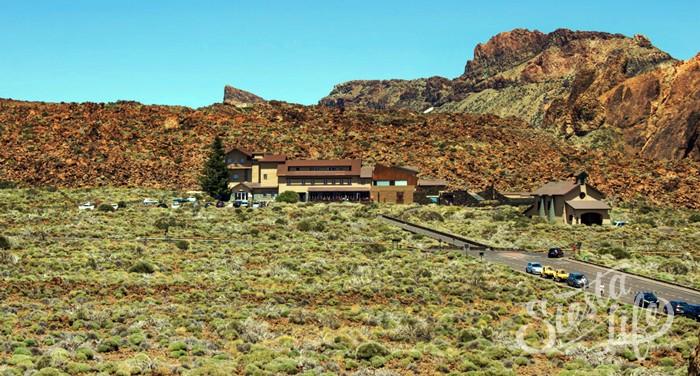На территории Национального парка,вблизи скал ЛосРокесде Гарсиа, расположена гостиница «Парадор», где можно отдохнуть и набраться сил перед дальнейшим путешествием.