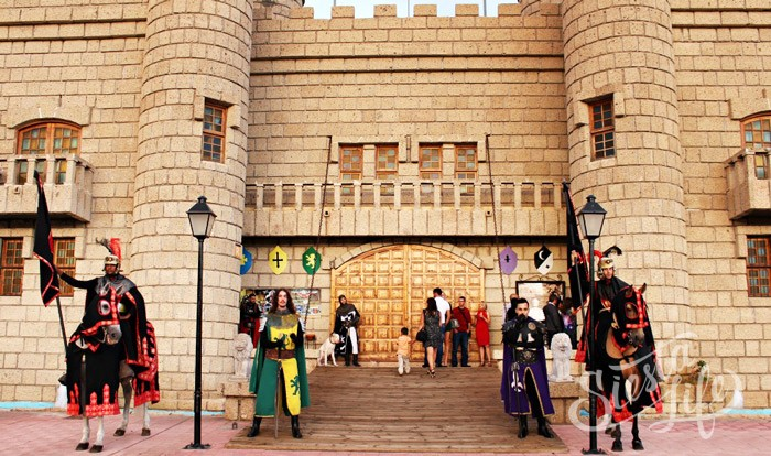 Рыцари у входа в замок Сан Мигель на Тенерифе