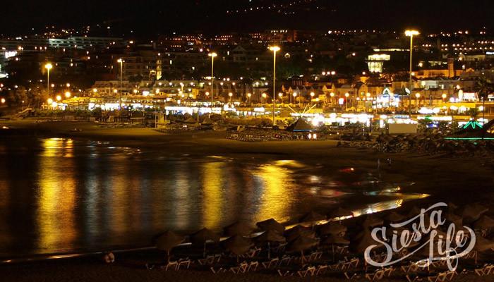 Коста Адехе ночью